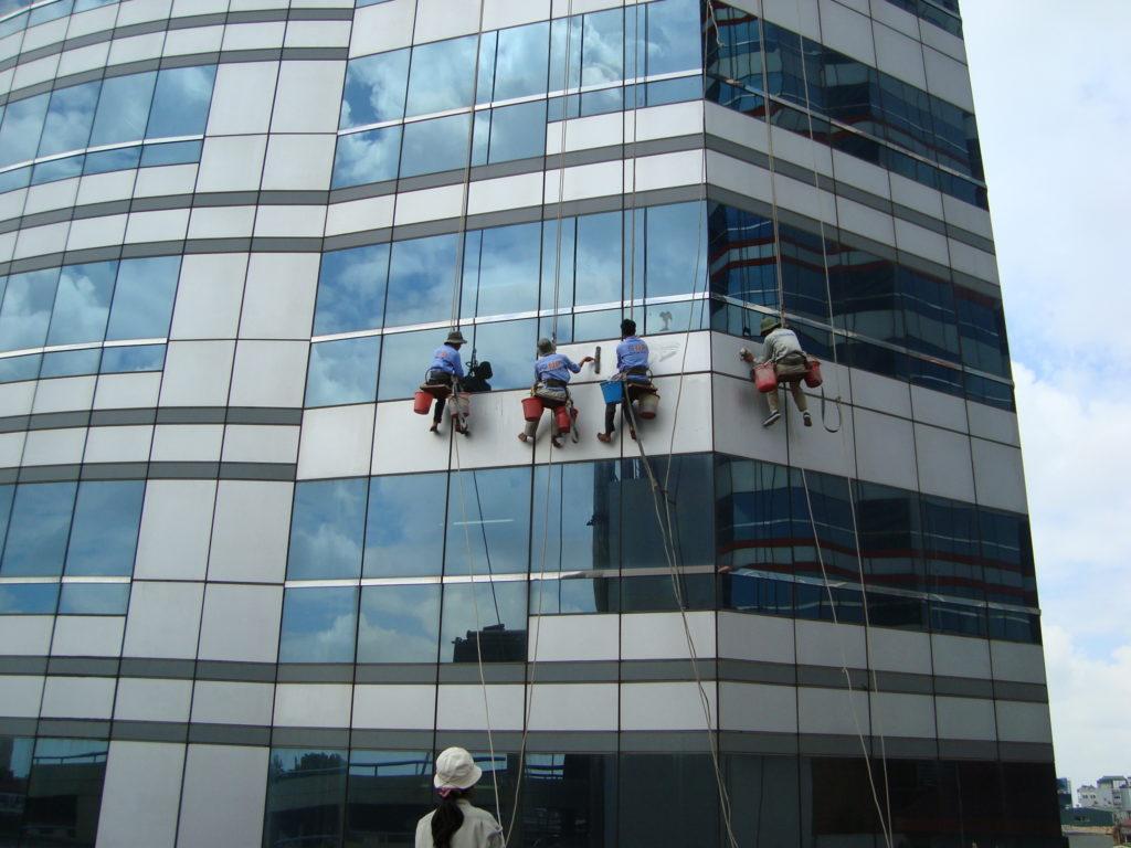 Thông tin về dịch vụ vệ sinh duy trì tòa nhà bạn nên biết (2)